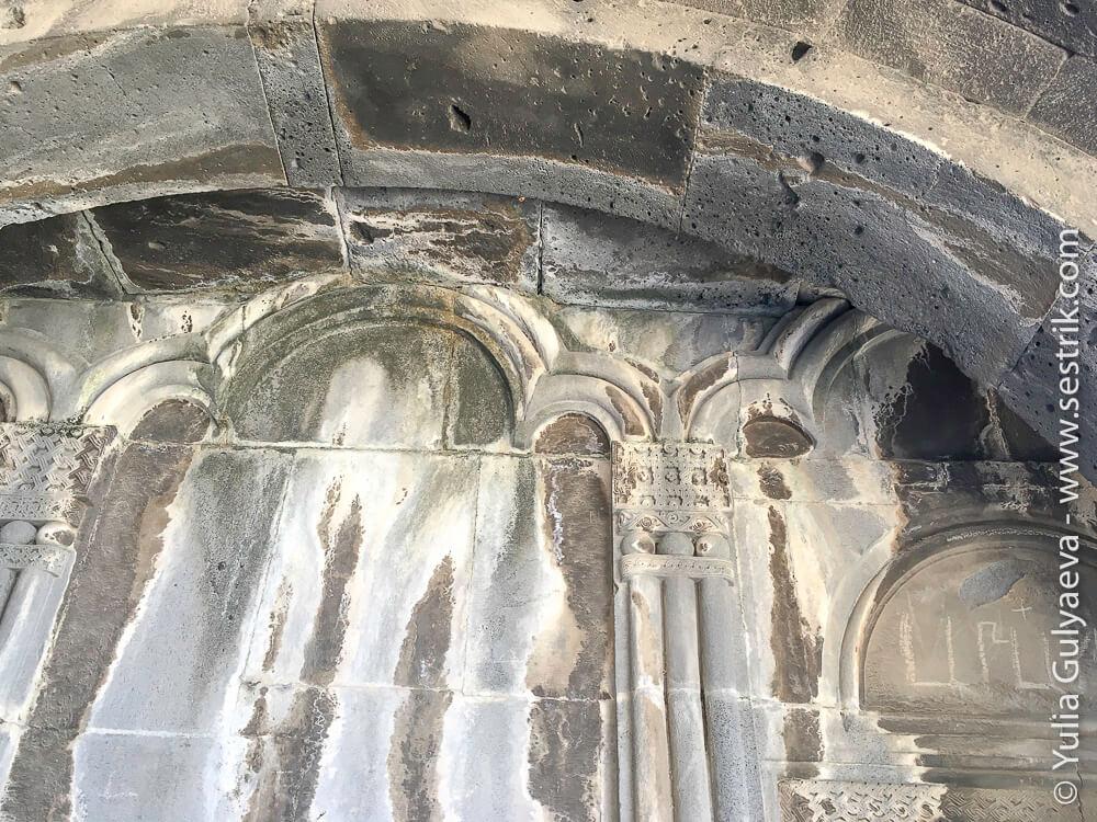 монастырь в ахтале стены внутри