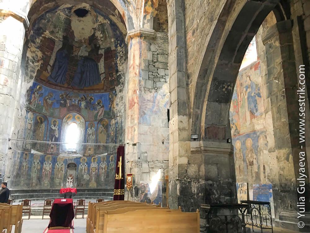 убранство монастыря в ахтале
