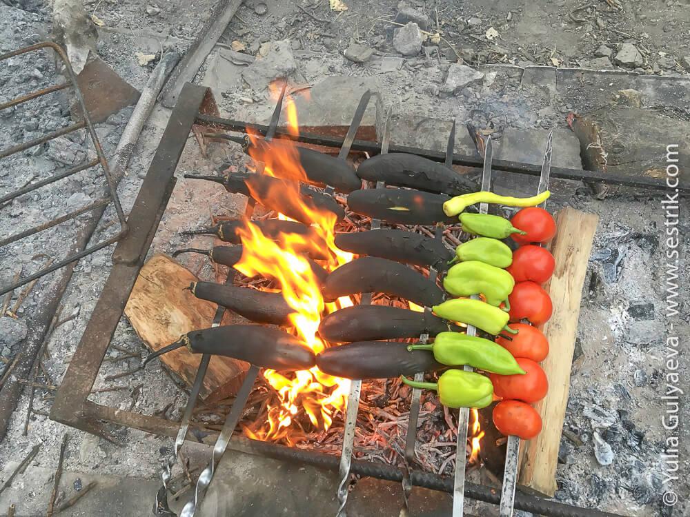 еда в армении печеные на костре овощи