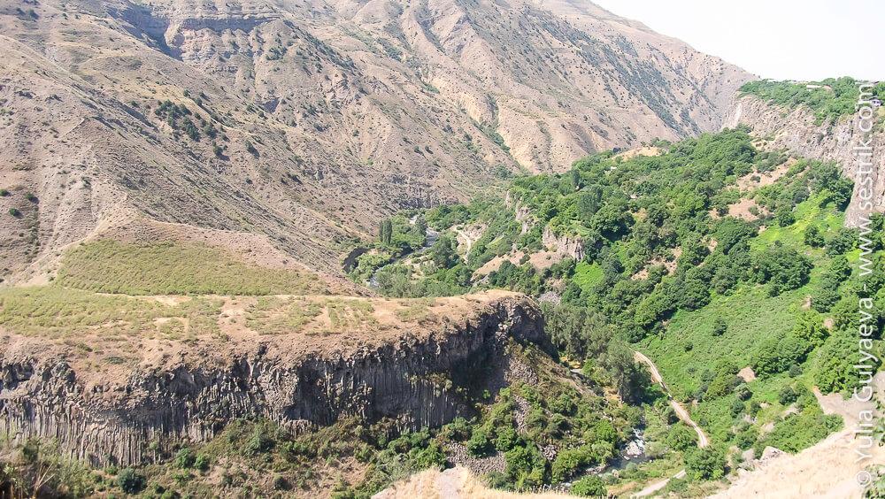 долина вокруг храма гарни