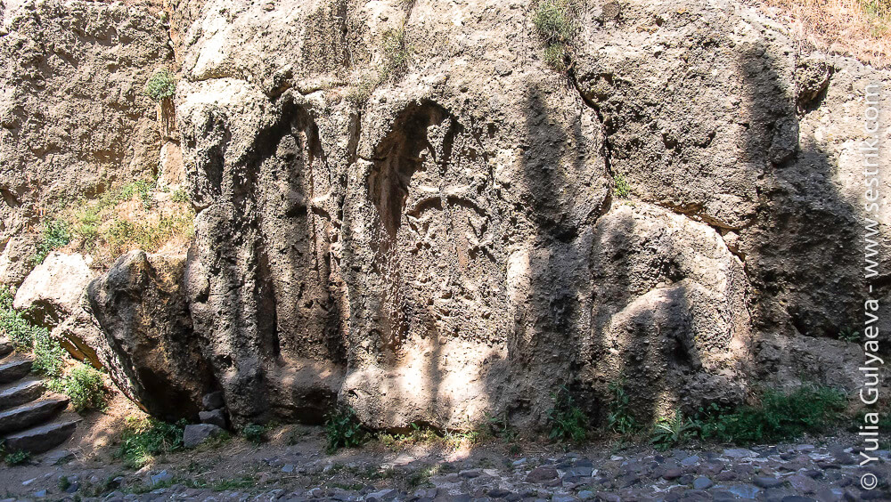 gegard-armenia-хачкары в камне