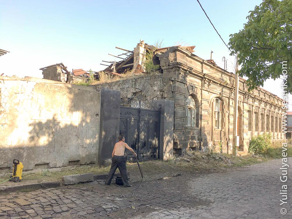 leninakan-здание бывшей больницы на улице абовяна