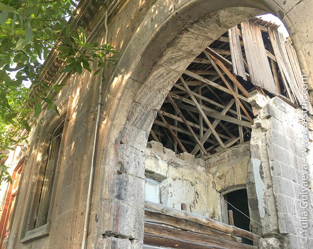 leninakan-разрешенный от землетрясения дом