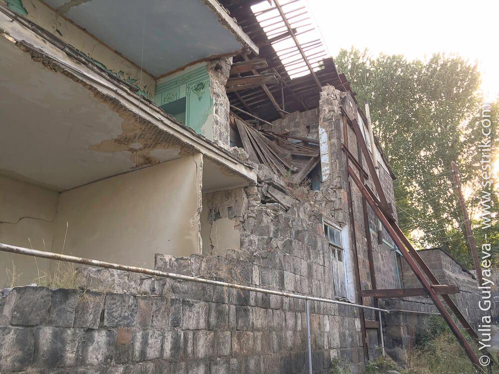 leninakan-устоявший дом в гюмри