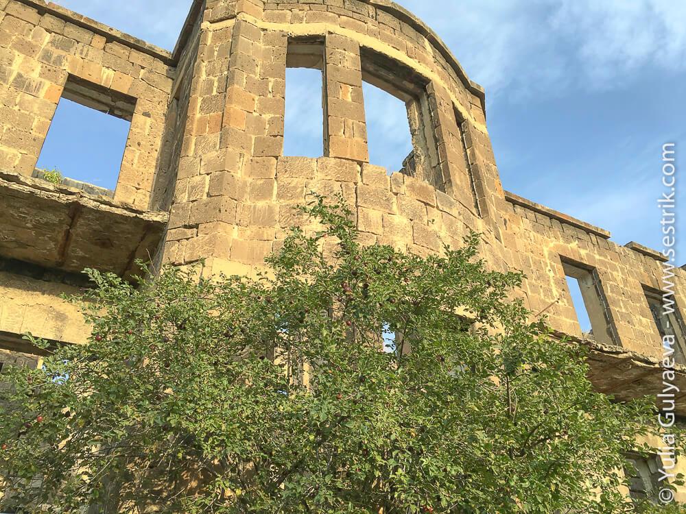 leninakan-окна глазницы после землетрясения