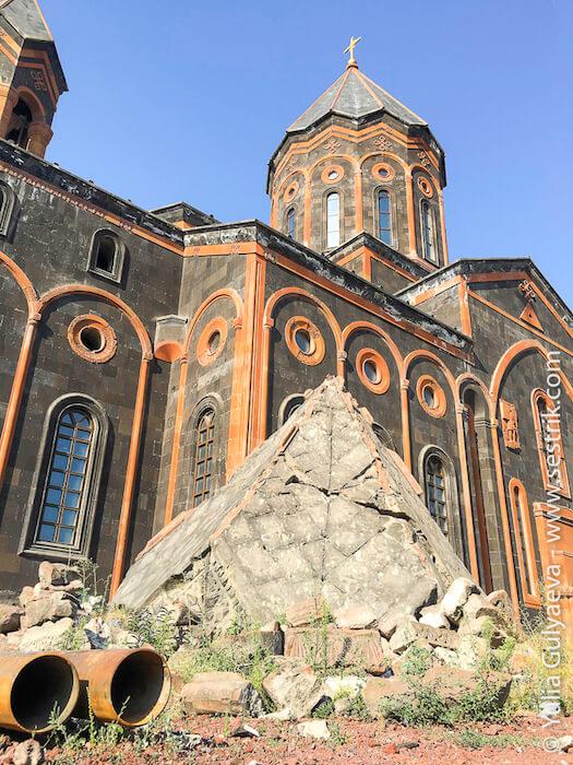 leninakan-купол старого собора всех святых в гюмри