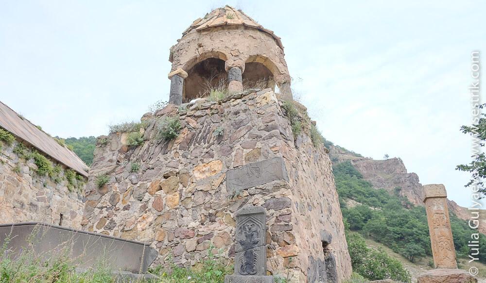 колокольня в монастыре в ардви