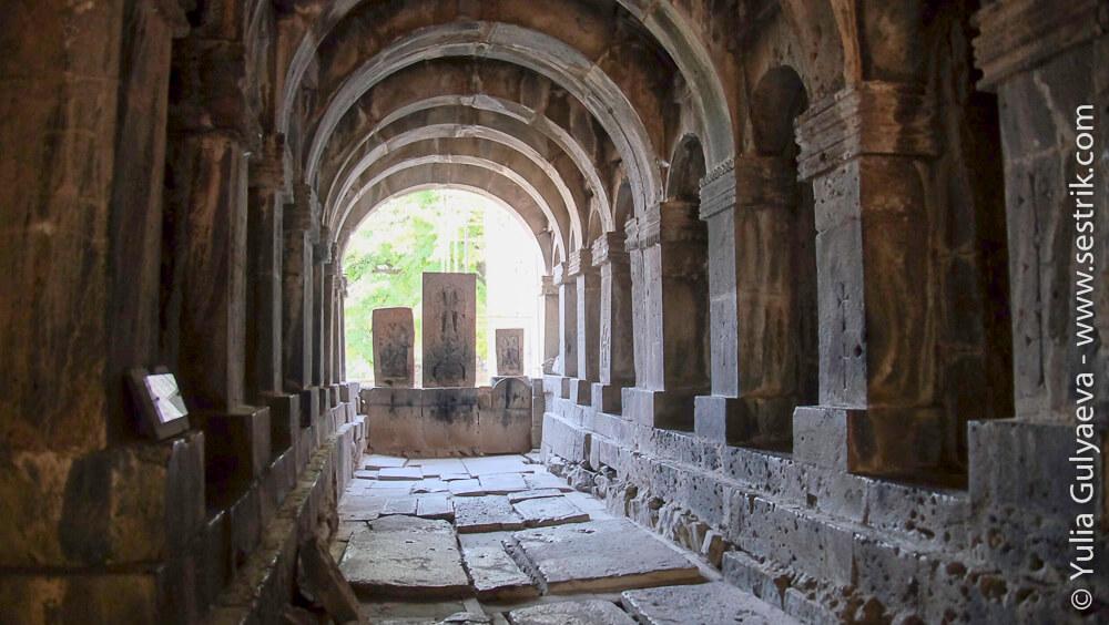семинария в монастыре санаин