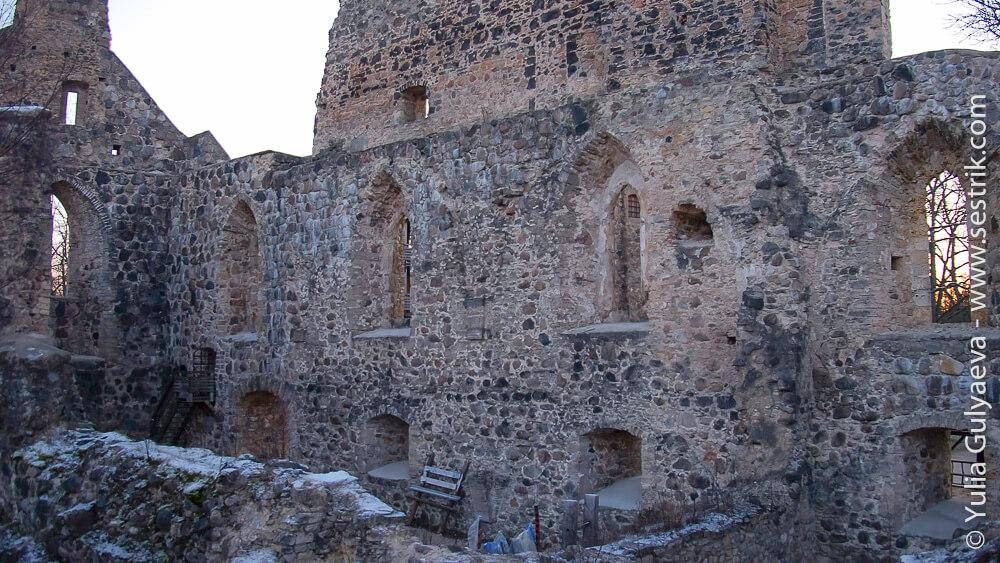 руины старой крепости в сигулде