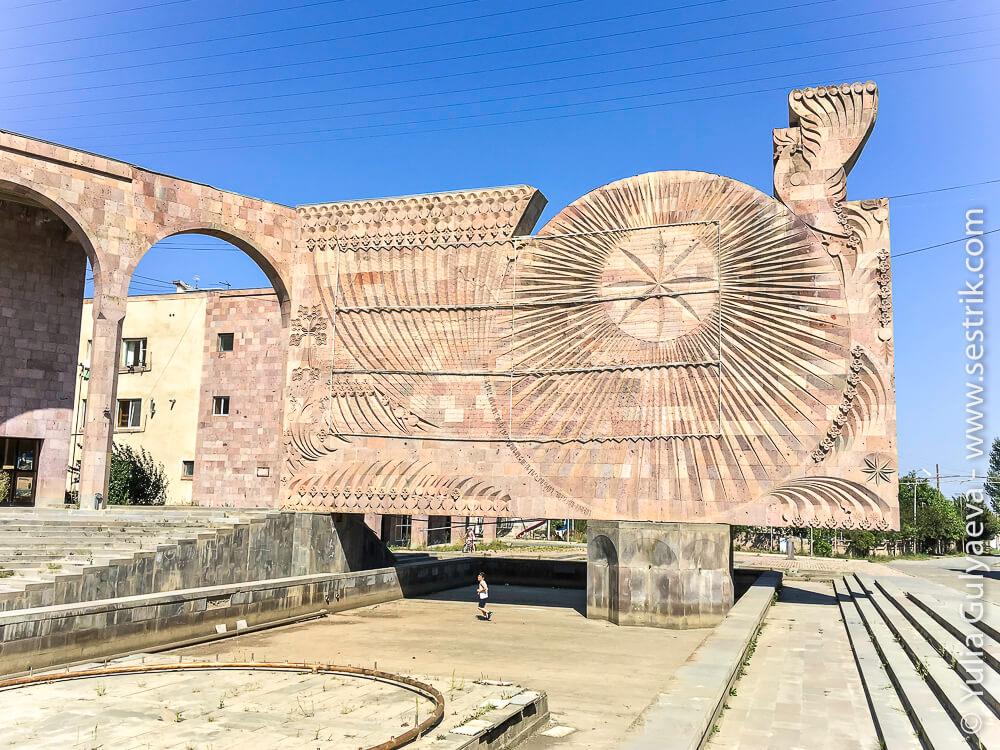 spitak-памятник жертвам землетрясения
