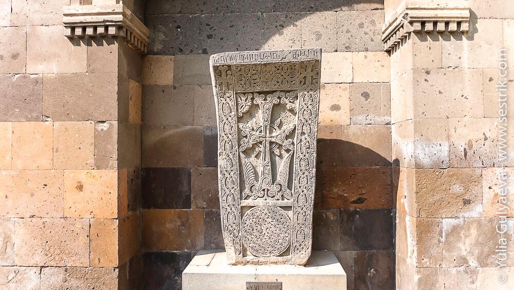 echmiadzin-armenia-каменый крест