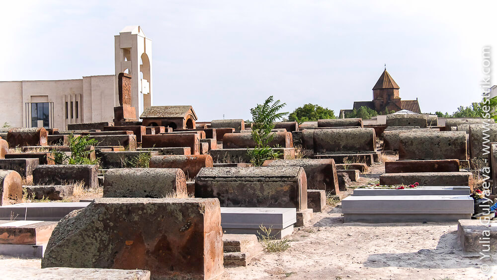 echmiadzin-armenia-кладбище