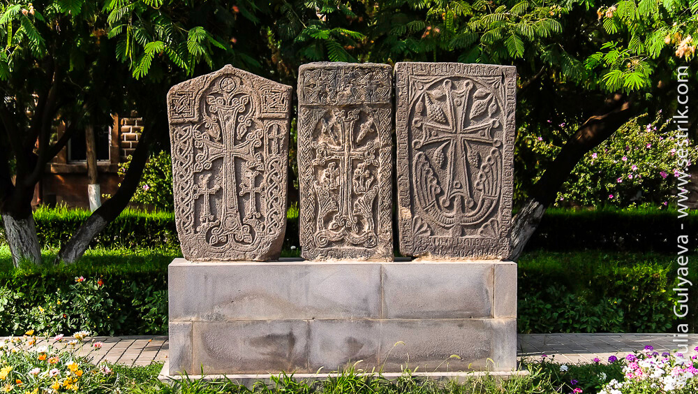 echmiadzin-armenia-хачкары