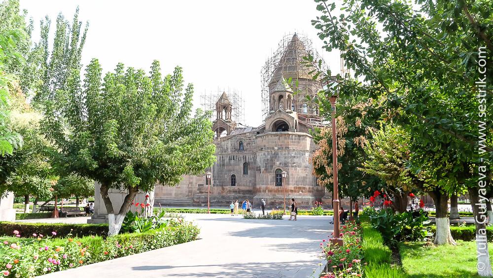 echmiadzin-armenia-собор