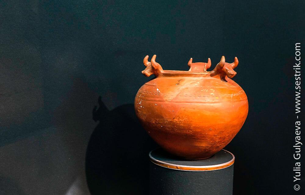 erebuni-armenia-погребальная чаша