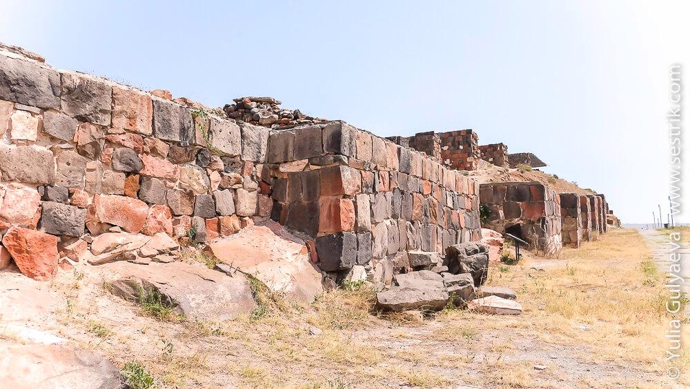 стены крепости эребуни