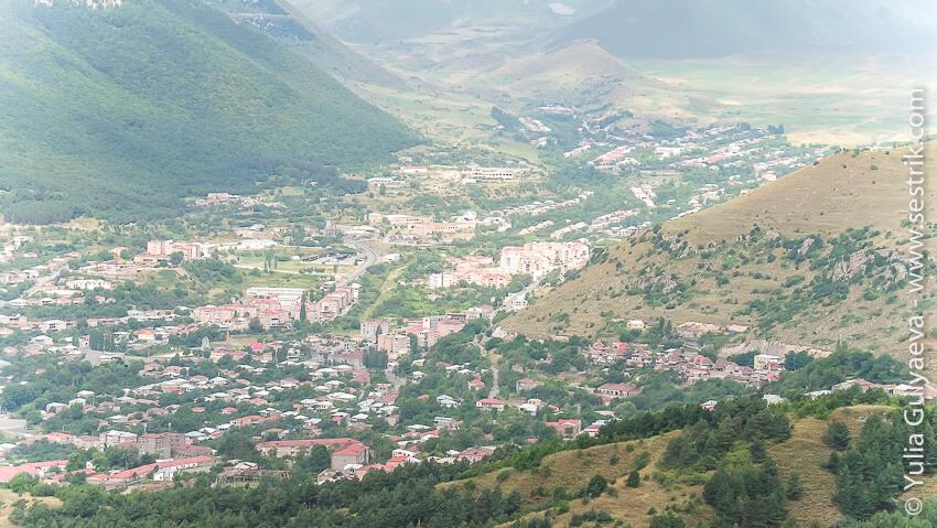 вид на город горис с высоты