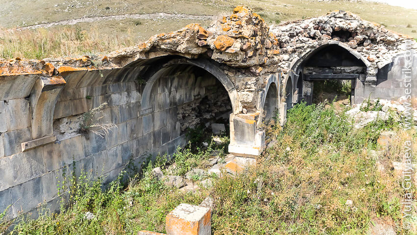 karavan-saray-разрушенный в армении