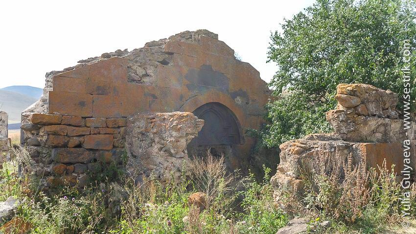 karavan-saray-razrushenniy-armenia-вход