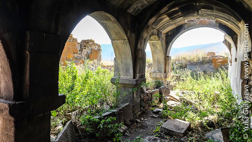 караван сарай на территории армении
