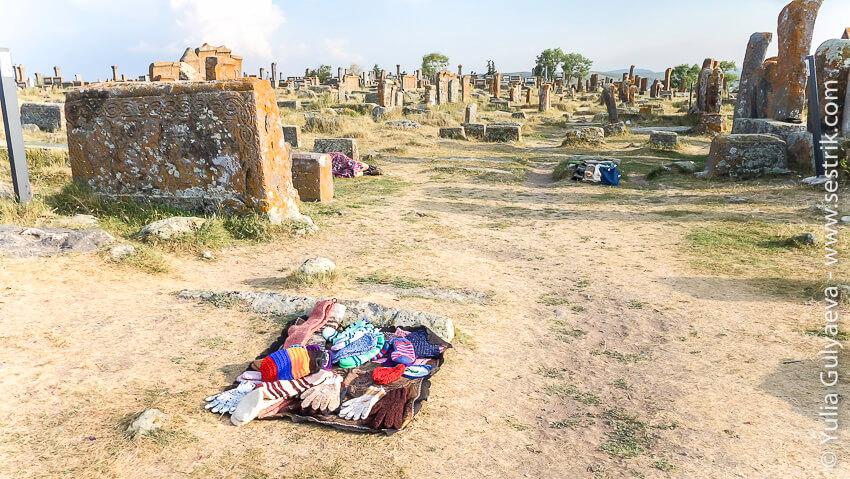 сувениры на кладбище в норатузе