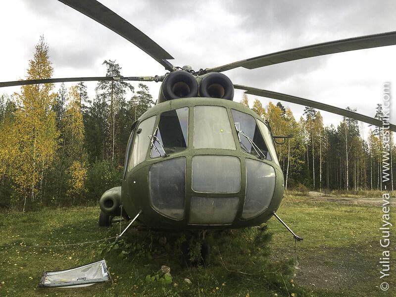 старый заброшенный российский вертолет в Финляндии