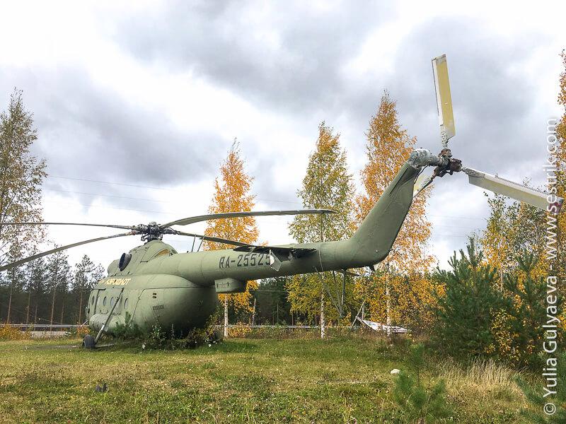 Stariy-vertolet-Aeroflot в поле в Финляндии