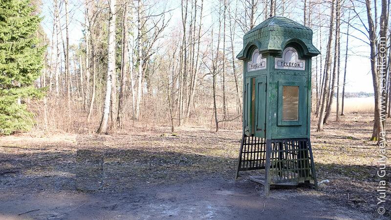 деревянная телефонная будка