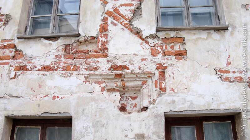 старые монастырские стены на Соловках