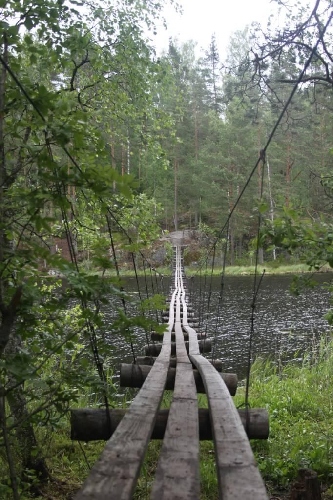 подвесной мост на озере ХУхтилампи