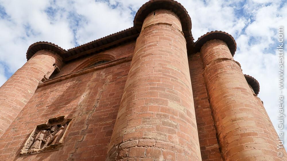 башни монастыря Святой Марии де-ла-Реаль в Нахера