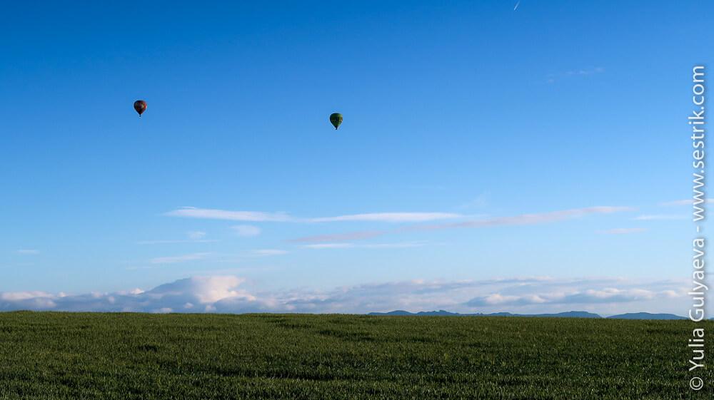 воздушные щары над полями в Испании