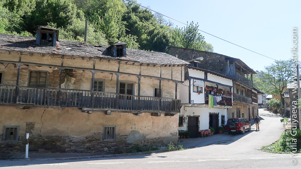 старые дома в Трабадело на пути