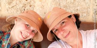 широкополые шляпы пилигримов