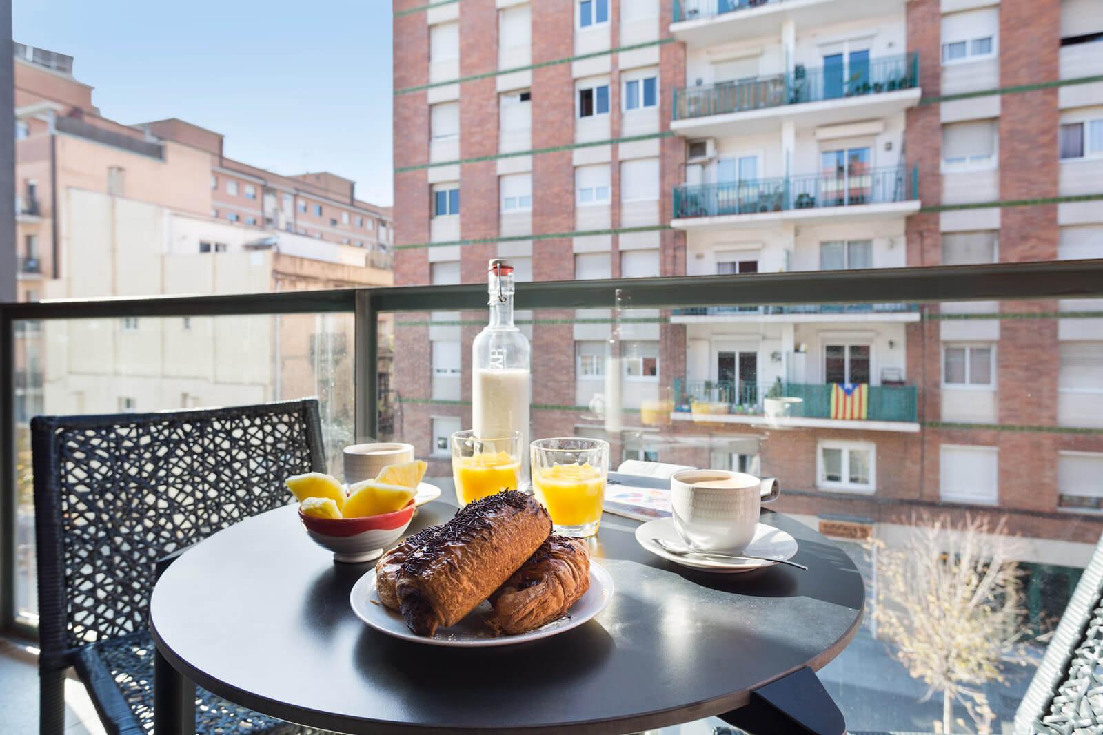 завтрак на балконе