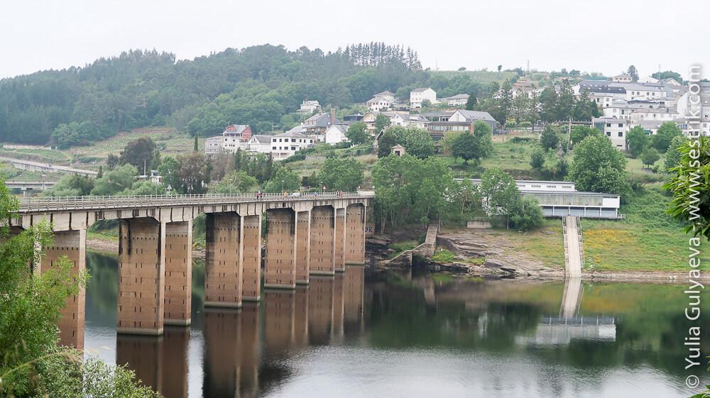 Мост в Понфераду через реку