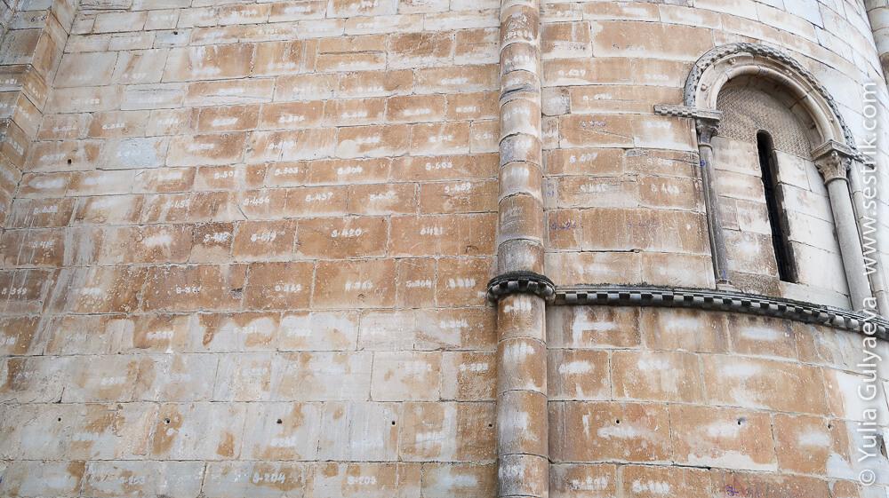 стены собора в Понфераде