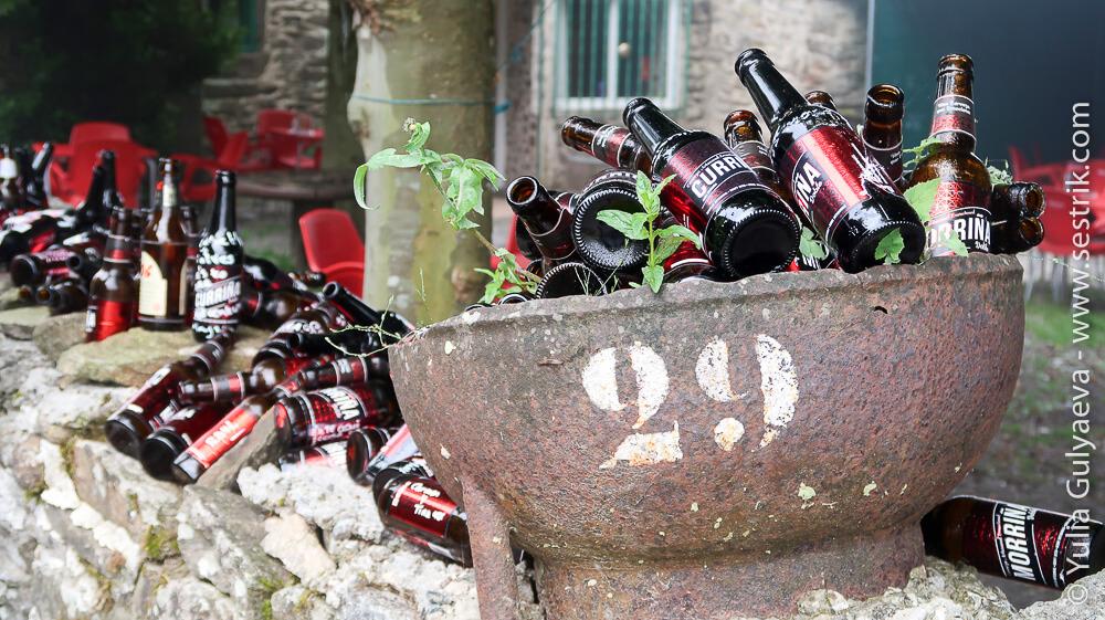 Памятник выпитым бутылкам