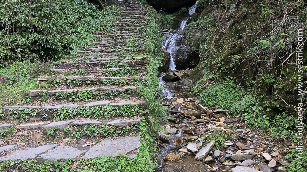 лестницы в горах Непала