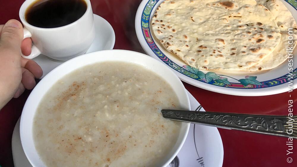 Завтрак в Непале из овсянки