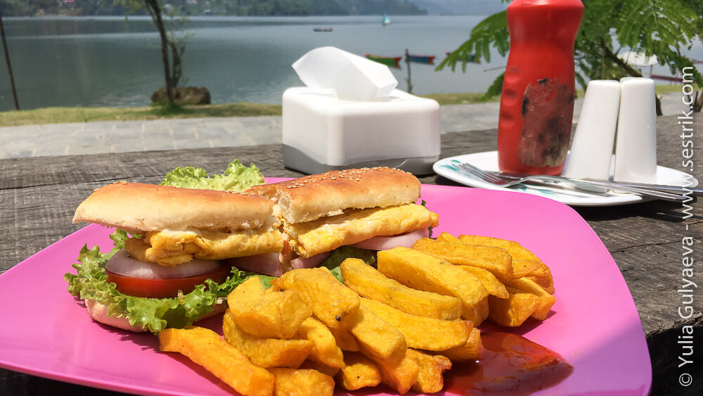 Сендвич в Покхаре