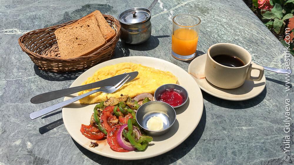 Омлет завтрак в Катманду