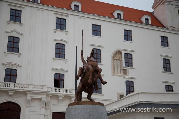 Памятник Сигизмунду Первому Люксембургскому