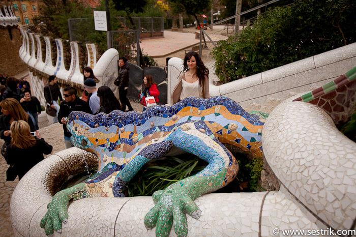 ящерица гауди в парке гуэль