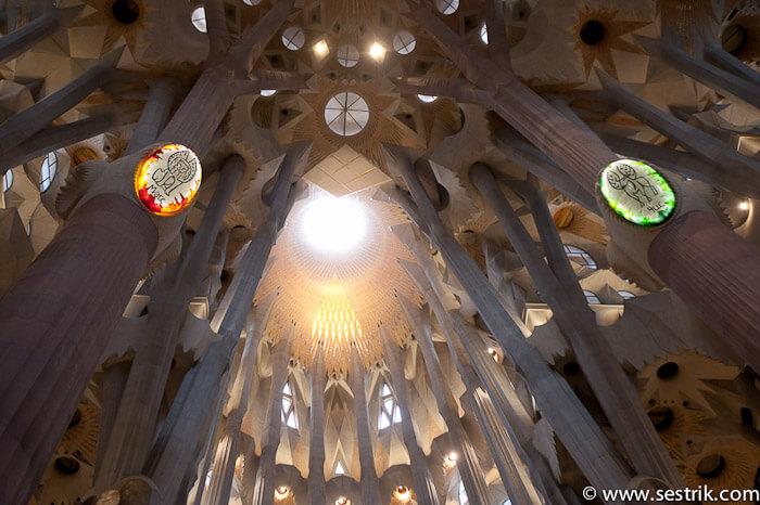 внутри собора гауди