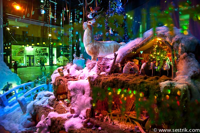 Витрины магазинов в Рождество