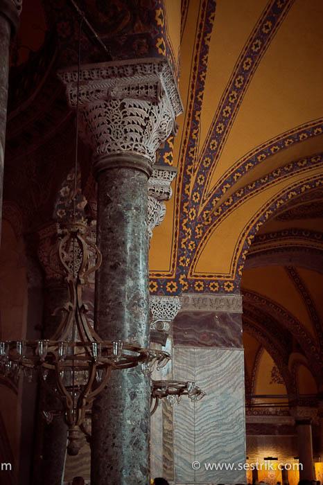 колонны и потолок