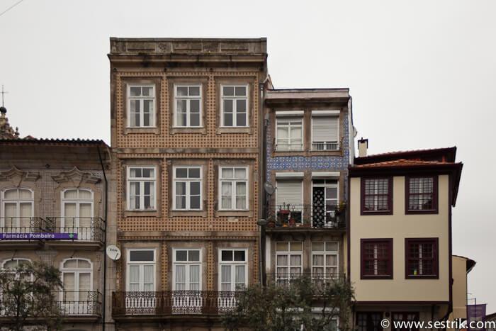 Мозаика на стенах домов