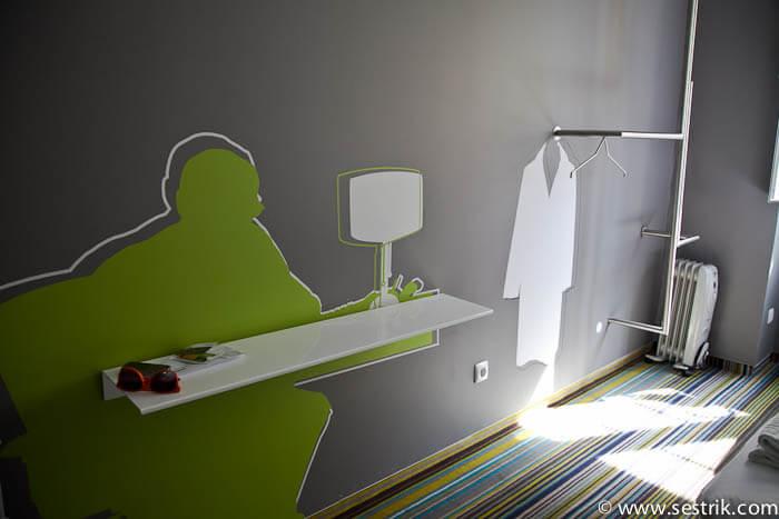 интерьер комнаты отеля