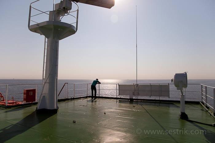 паром в таллин моряк на палубе